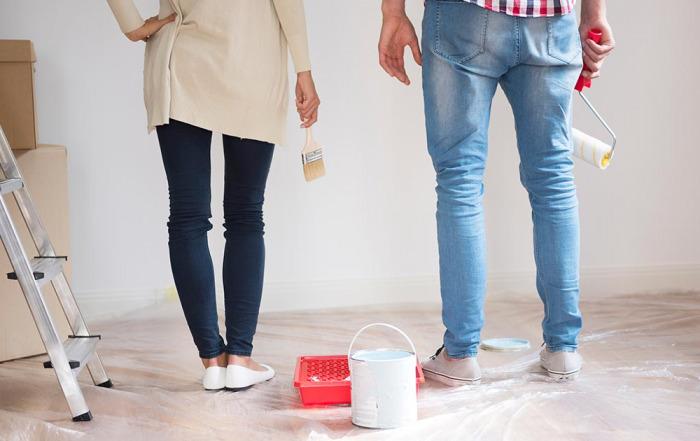 Unrenovierte Wohnung: Mieter & Vermieter müssen sich Schönheitsreparaturen teilen
